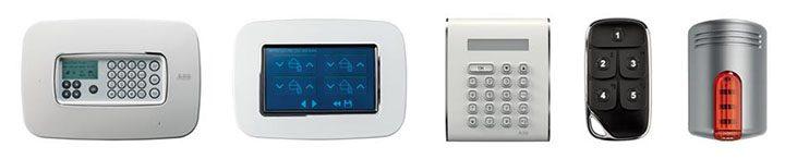 """Dispositivi del sistema DomusTech Free: la centrale, display touch 4,3"""", tastiera, telecomando e sirena"""