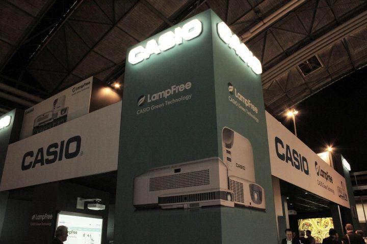 Casio ci mostra i suoi proiettori LampFree in mostra ad ISE 2017